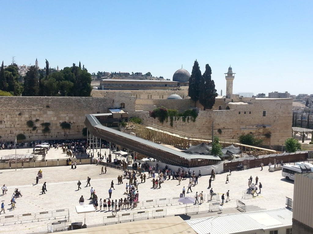 Jerusalem The Eternal Jewish Capital: Archaeology in the Political Struggle over the Temple Mount / Haram al-Sharif - Moshe Dayan declared that the Islamic Waqf would retain their authority over the Temple