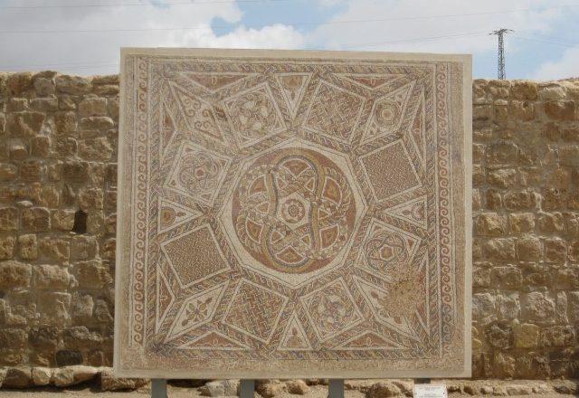 החתיכה החסרה: עיצוב נרטיב במוזיאונים בגדה המערבית